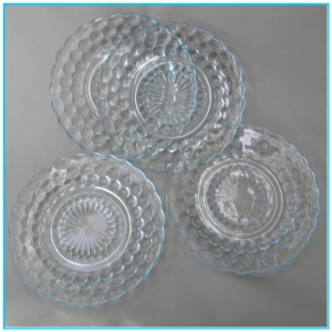 You've seen these before: Anchor Hocking Bubble plates. (Photo from the interesting blog Glass Hermit's Note to Self, about collecting vintage glassware.)