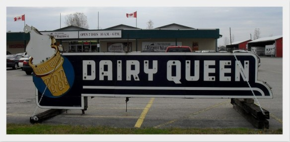 Dairy Queen sign at Stratford Antique Warehouse, from defactoredhead.com