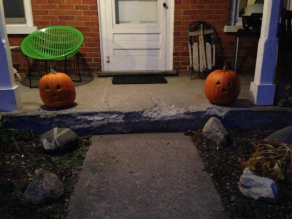jack-o-lanterns on the Manse porch