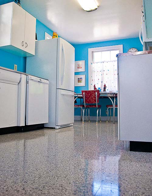 turquoise and red kitchen from retrorenovation.com